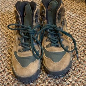 REI SIZE 6 hiking boots